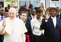 Pope-Francis,-President-Museveni-and-First-Lady-Janet-Kataha-pose-for-a-photo-at-Entebbe-International-Airport