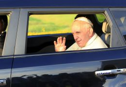 Pope-Francis-waving-as-he-leaves-Entebbe-International-Airport