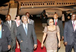 South-African-President-and-First-Lady-at-Entebbe-International-Airport